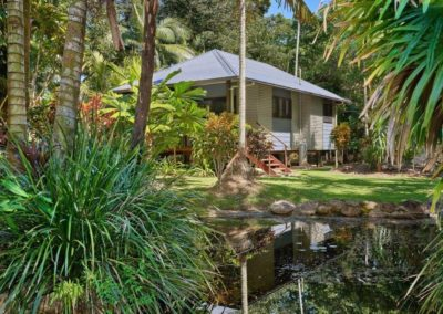 Mission Beach Accommodation Lost Paradise - cabin and garden surrounds