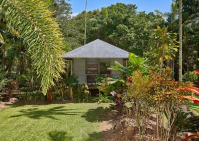 Mission Beach Accommodation Lost Paradise - cabin surrounding by beautiful tropical gardens